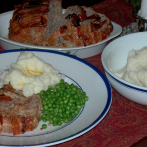 Old-Fashioned Meatloaf with Mashed Potatoes